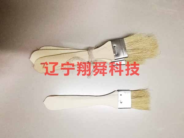 Measuring spoon cleaning brush